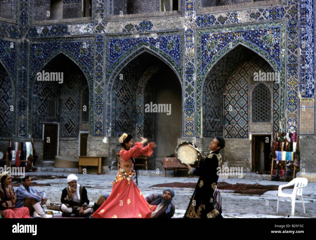 Folk Dancing Samarkand Uzbekistan Date 23 04 2008 Ref ZB955 113876 0021 COMPULSORY CREDIT World Pictures Photoshot - Stock Image