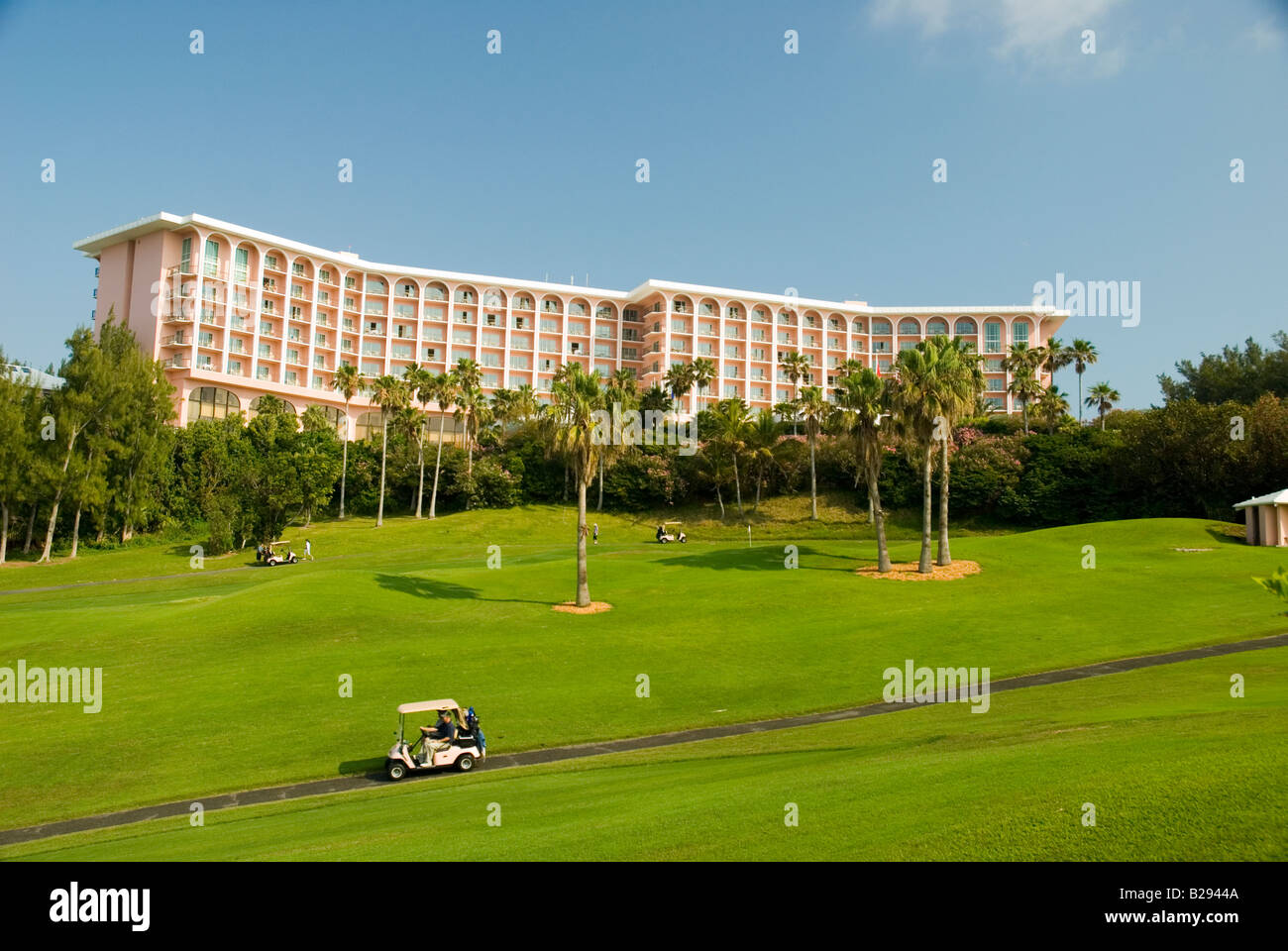 Golfers drive to the next hole at the Fairmont Southampton golf course the Fairmont Southampton Hotel Southampton - Stock Image