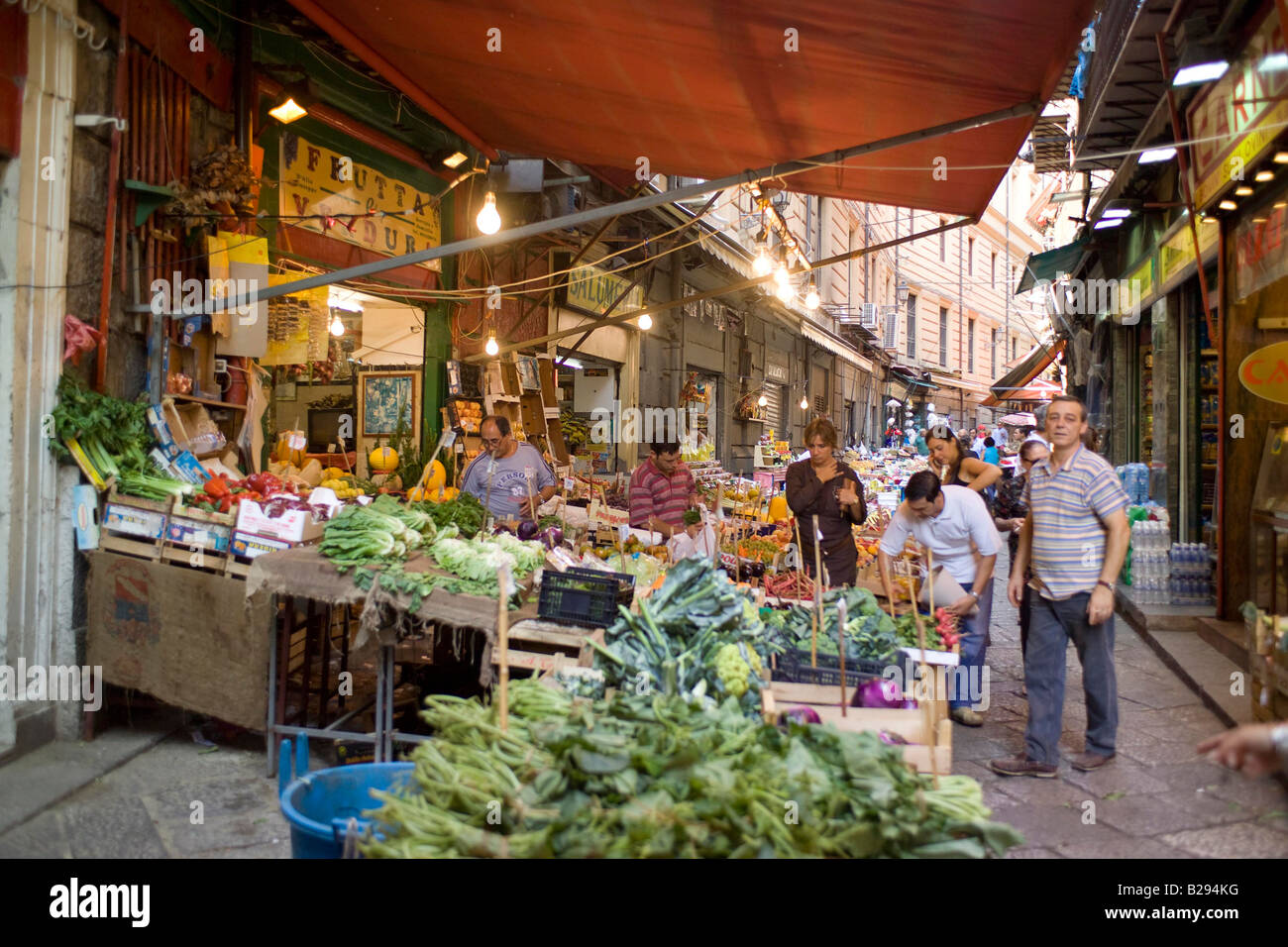 street market Palermo Sicily Date 28 05 2008 Ref ZB693 114318 0057 COMPULSORY CREDIT World Pictures Photoshot - Stock Image