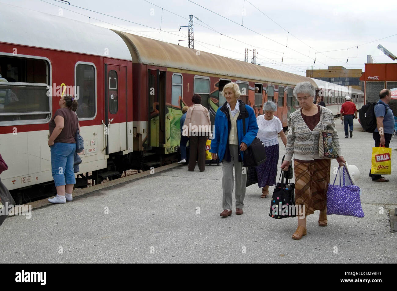 Train from Sofia arrives in Plovdiv Date 20 02 2008 Ref ZB583 110492 0014 COMPULSORY CREDIT World Pictures Photoshot - Stock Image