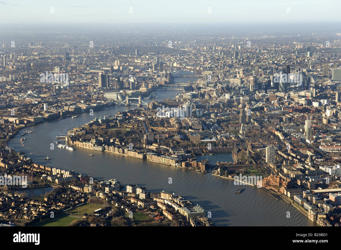 Wapping and Thames Date 12 03 2008 Ref ZB648 111149 0059 COMPULSORY CREDIT World Pictures Photoshot - Stock Image