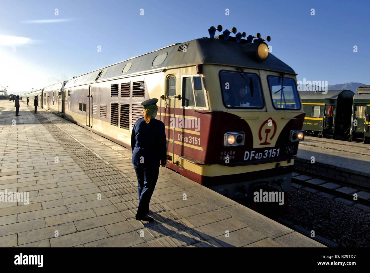 Qinghai Tibet Train China Ref WP NATT 000610 0055 COMPULSORY CREDIT World Pictures Photoshot - Stock Image