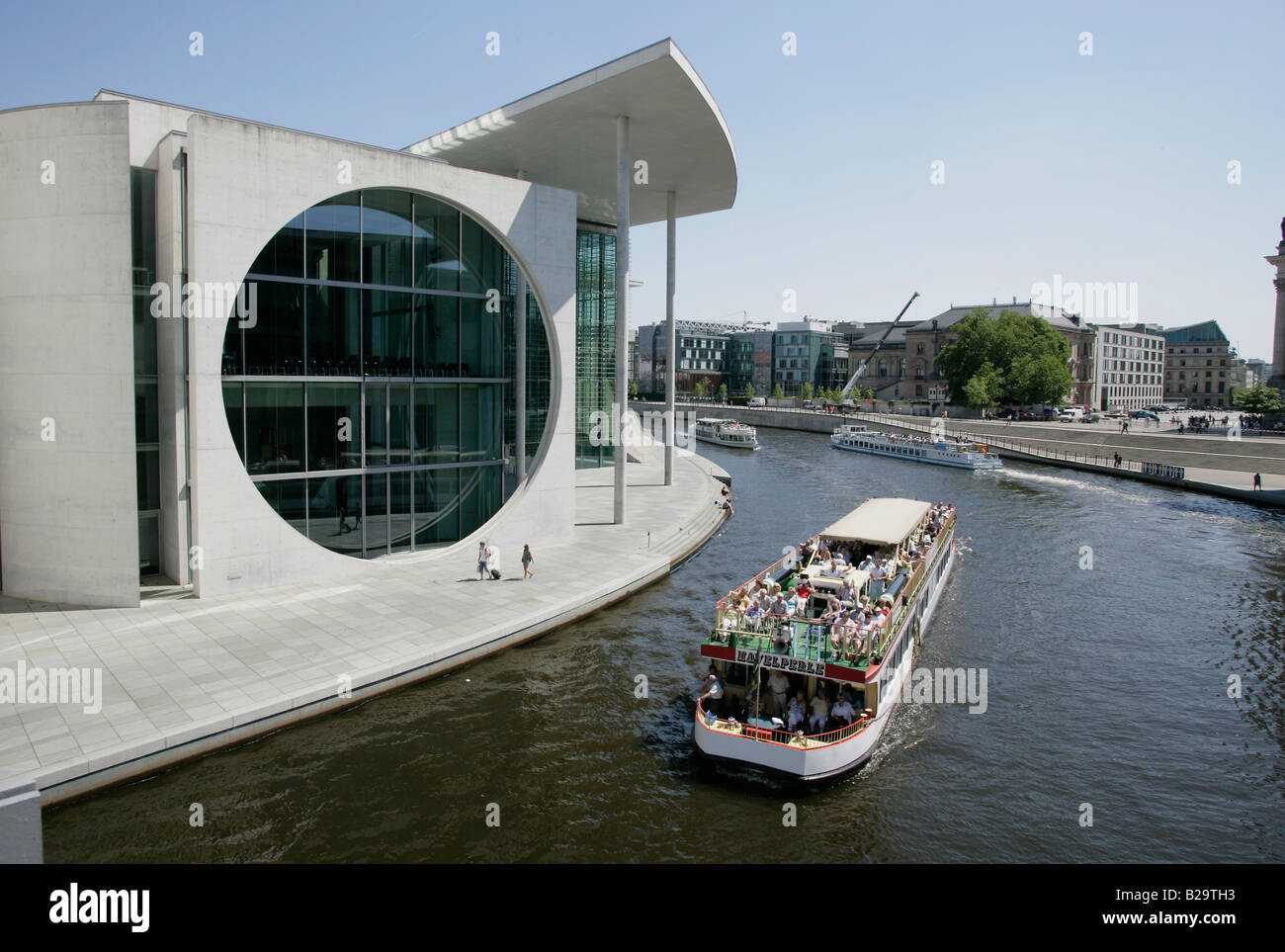 Government building Marie Elisabeth Lueders Haus at the river Spree sightseeing boat - Stock Image