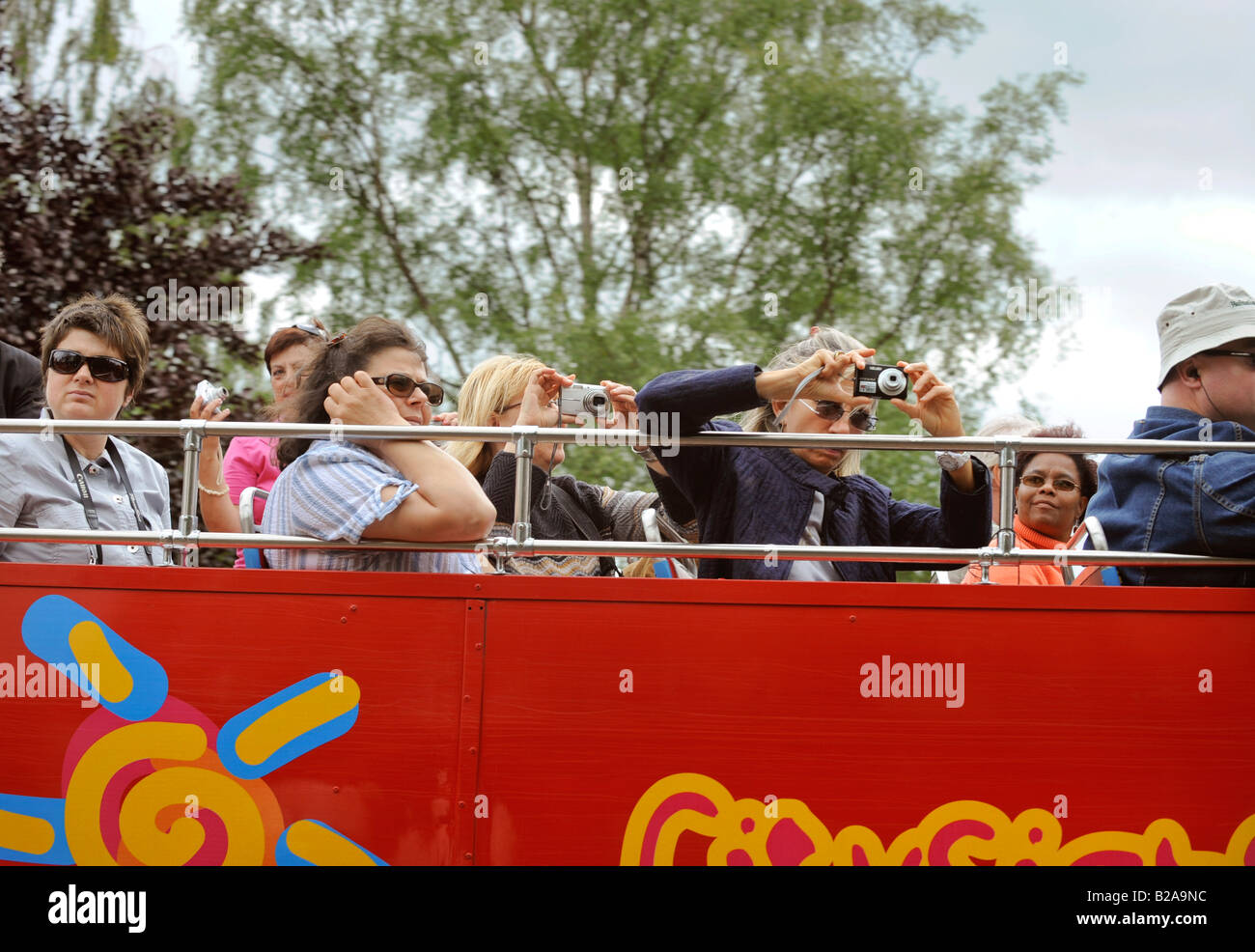 Sightseers on a City Sightseeing Tours open-top bus visiting Stratford-upon-Avon. Armed with point and shoot cameras. - Stock Image