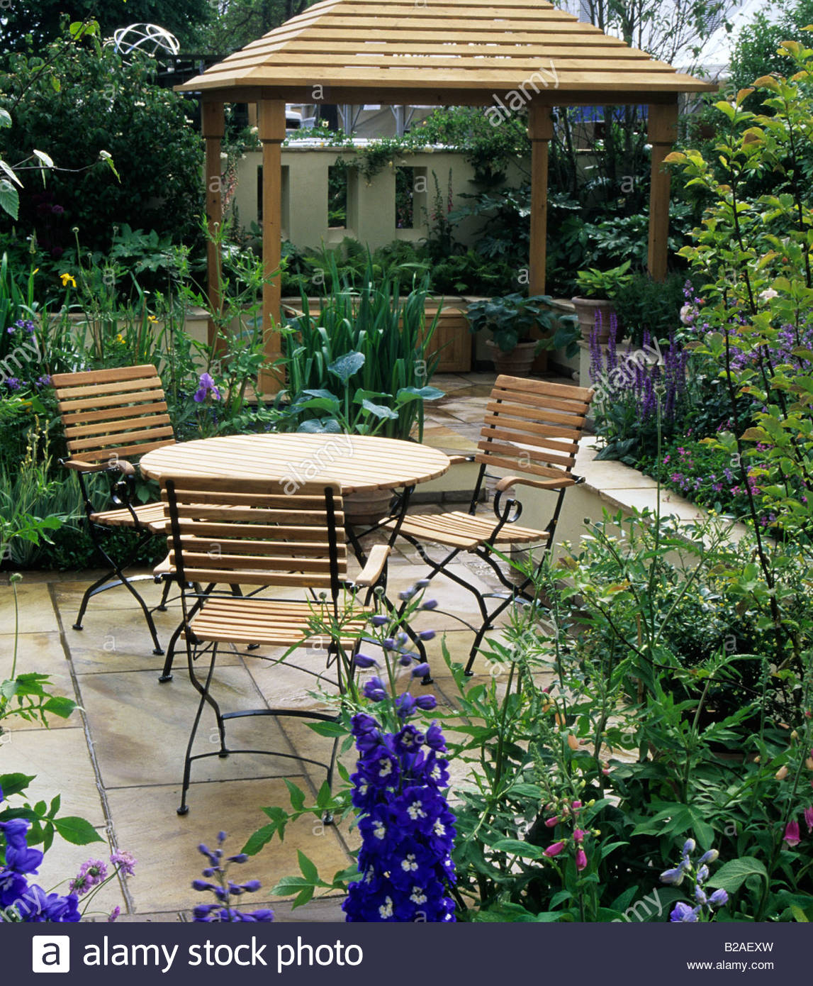 Superbe Chelsea Flower Show 2000 Design Robin Templar Williams Patio Garden With  Table And Chairs