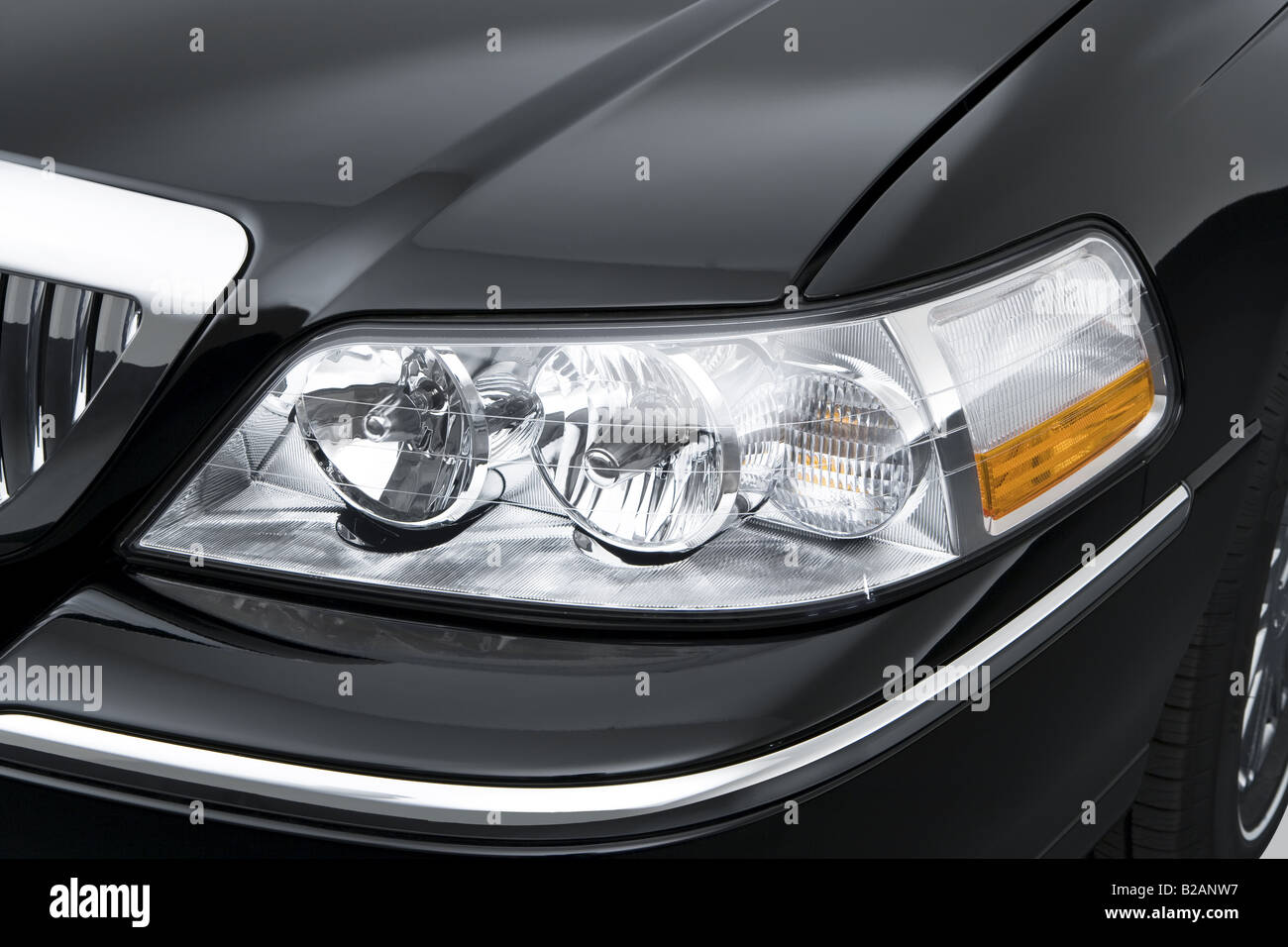 2008 Lincoln Town Car Signature Limited In Black Headlight Stock