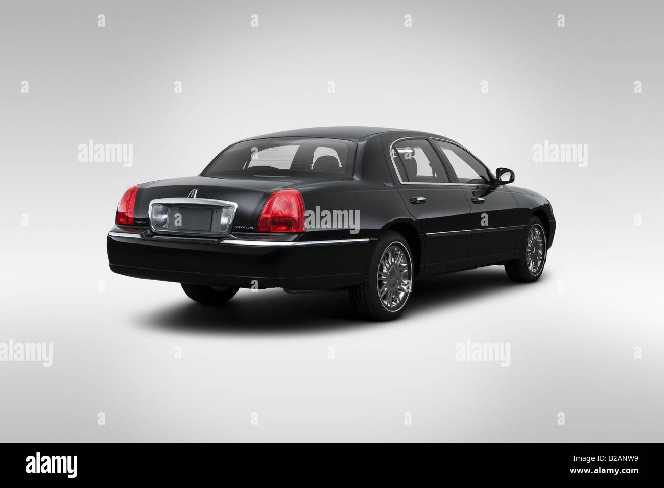 2008 Lincoln Town Car Signature Limited In Black Rear Angle View
