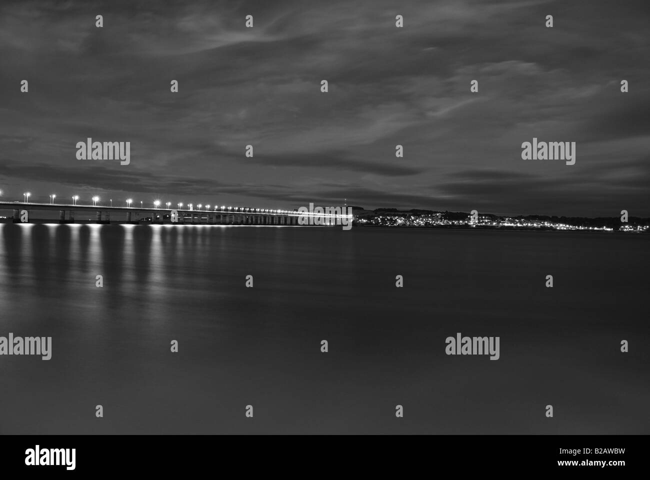 Tayroad bridge dundee night shot - Stock Image