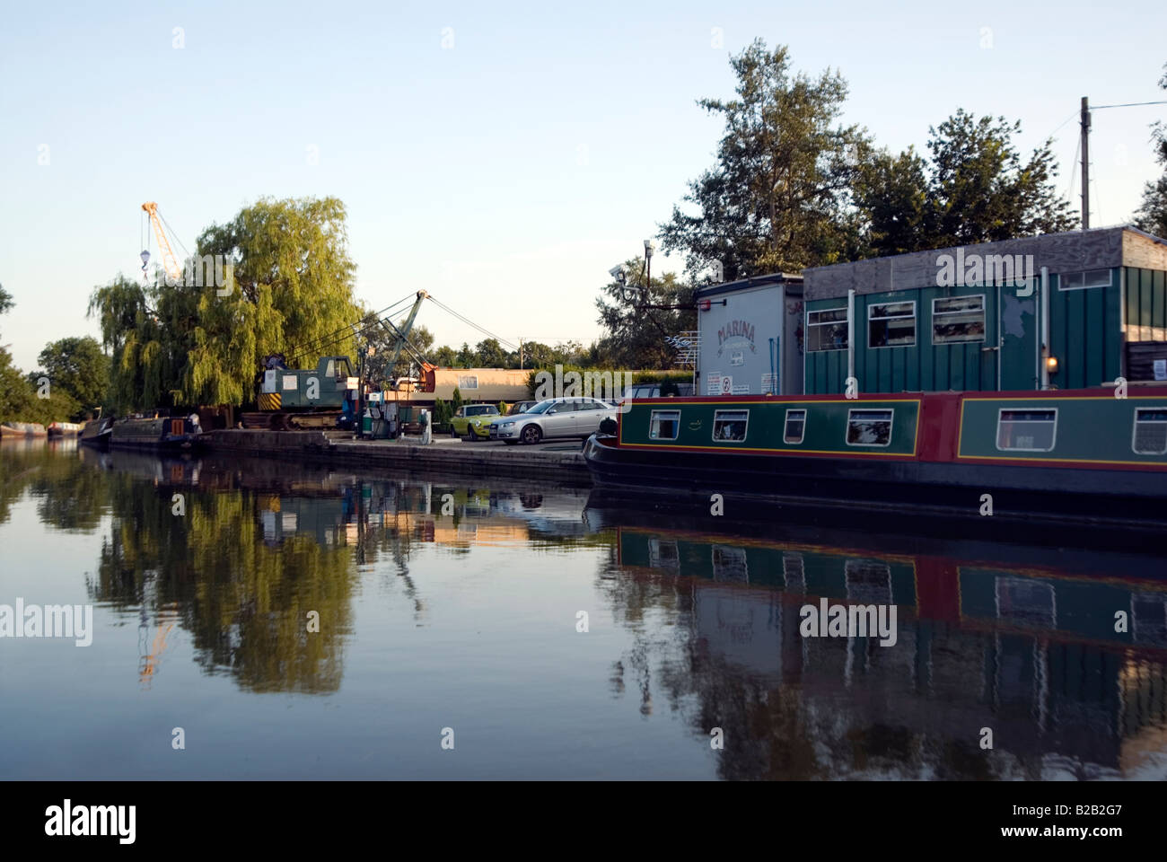 Crane accident on 23 July 2008 at Willowbridge Marina Stoke Road Bletchley Milton Keynes MK2 3JZ on the Grand Union - Stock Image