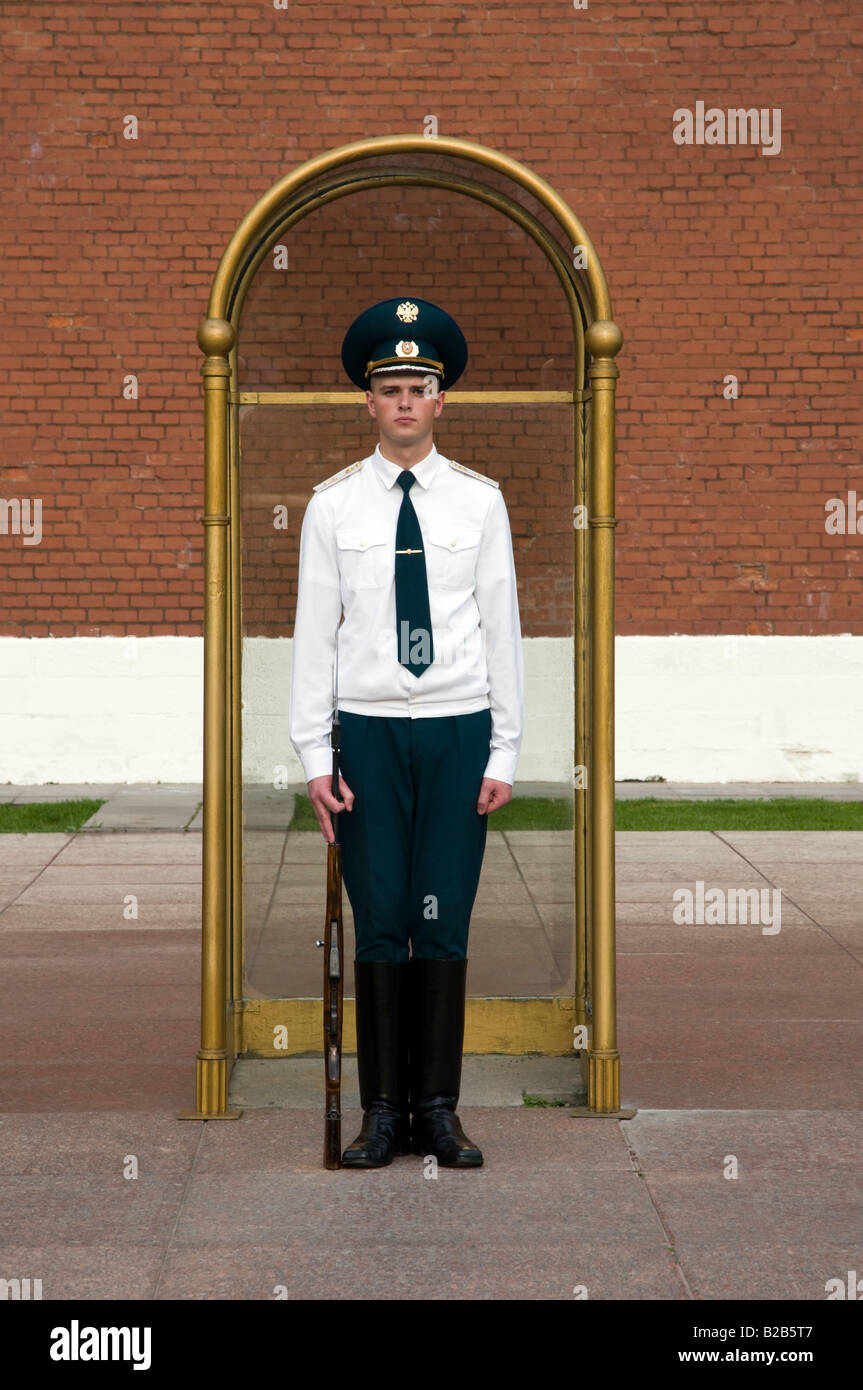 Soldier standing guard at The Tomb of the Unknown Soldier in Alexander Gardens, Moscow, Russia - Stock Image