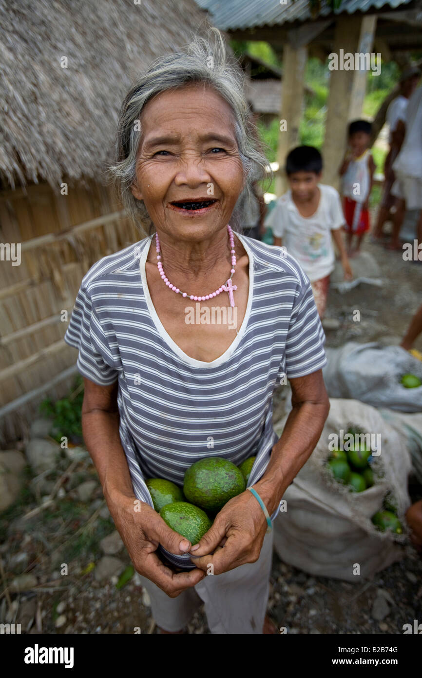 A Mangyan woman with some avocados from the Panaytayan community near Mansalay, Oriental Mindoro, Philippines. - Stock Image