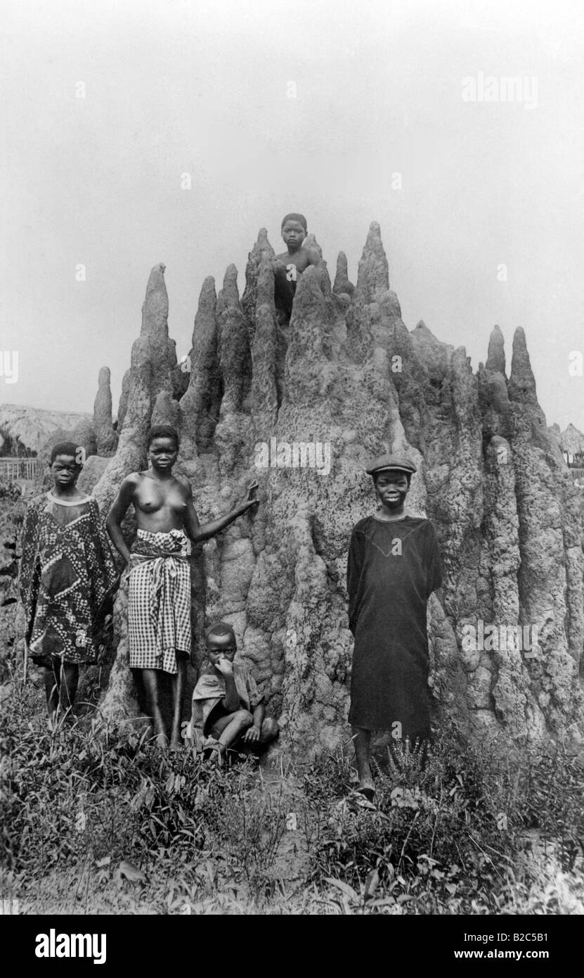 Young Africans in front of a rock formation, historical photo, circa 1930 - Stock Image