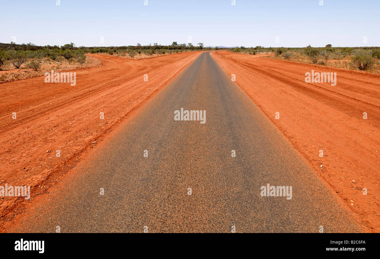 Plenty Highway, surrounded by red earth, north of Alice Springs, Northern Territory, Australia - Stock Image