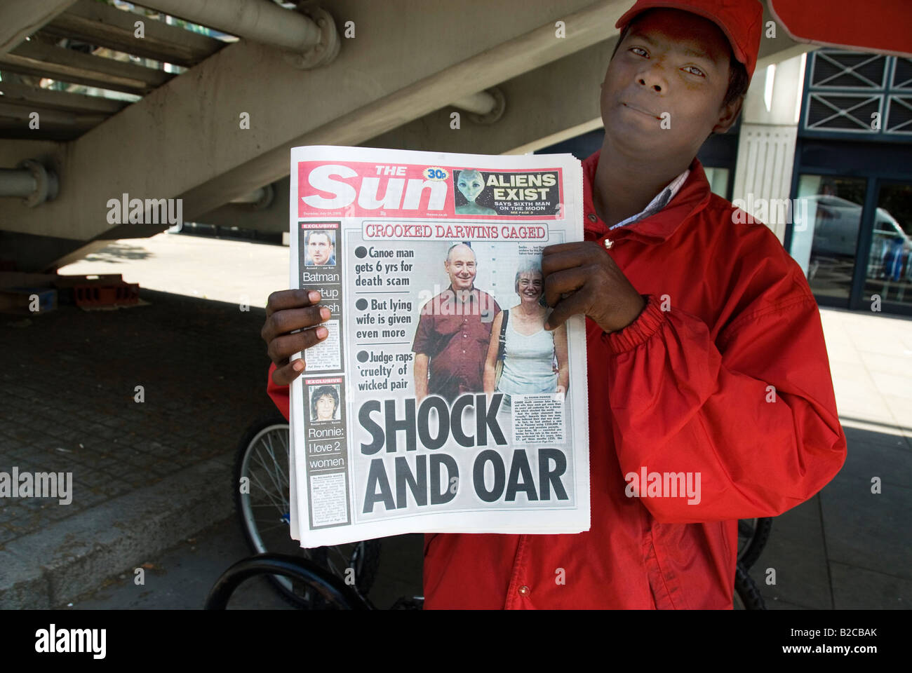 July 24th 2008 Selling The Sun newspaper at Hungerford bridge Stock Photo