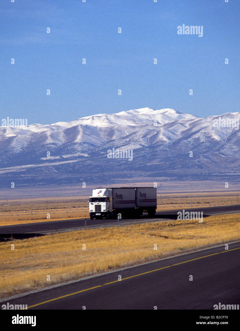 Big Rig Long Haul Trucks Over the road USA Mountains - Stock Image