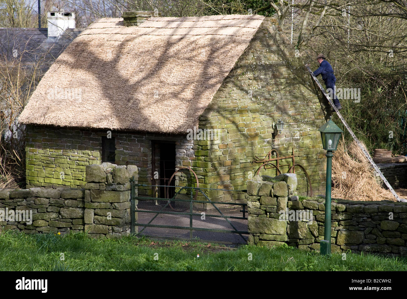 Irish Cottage with thatched roof at Bunratty Folk Park, County Clare, Ireland - Stock Image