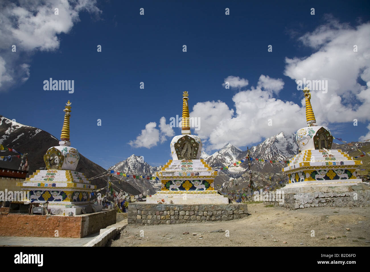 Temples chortens on the crest of Kunzum La (4551m). This pass is the divide between Lahaul & Spiti. Himachal - Stock Image