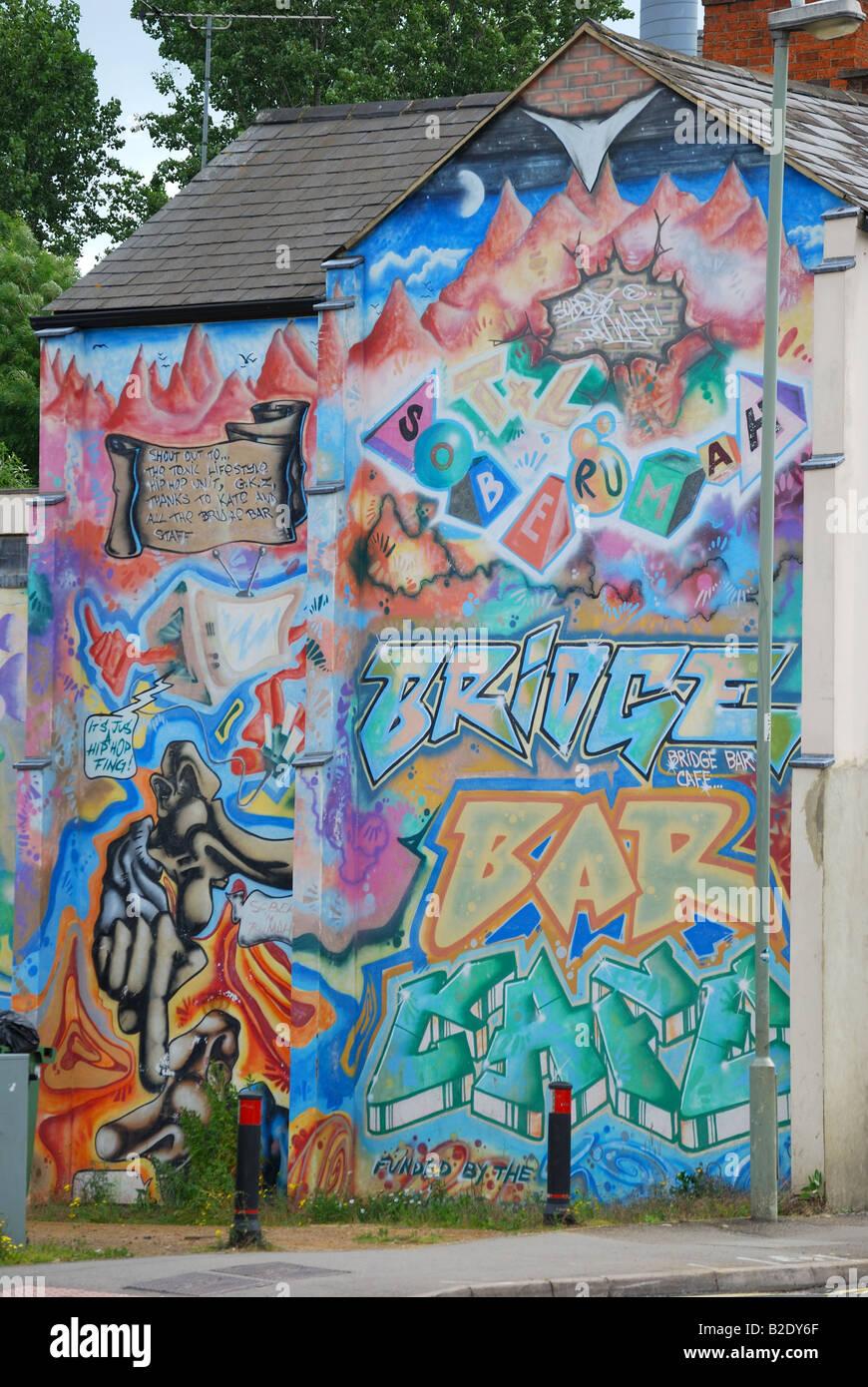 Graffitti on side of building, Banbury, Oxfordshire, England, United Kingdom - Stock Image