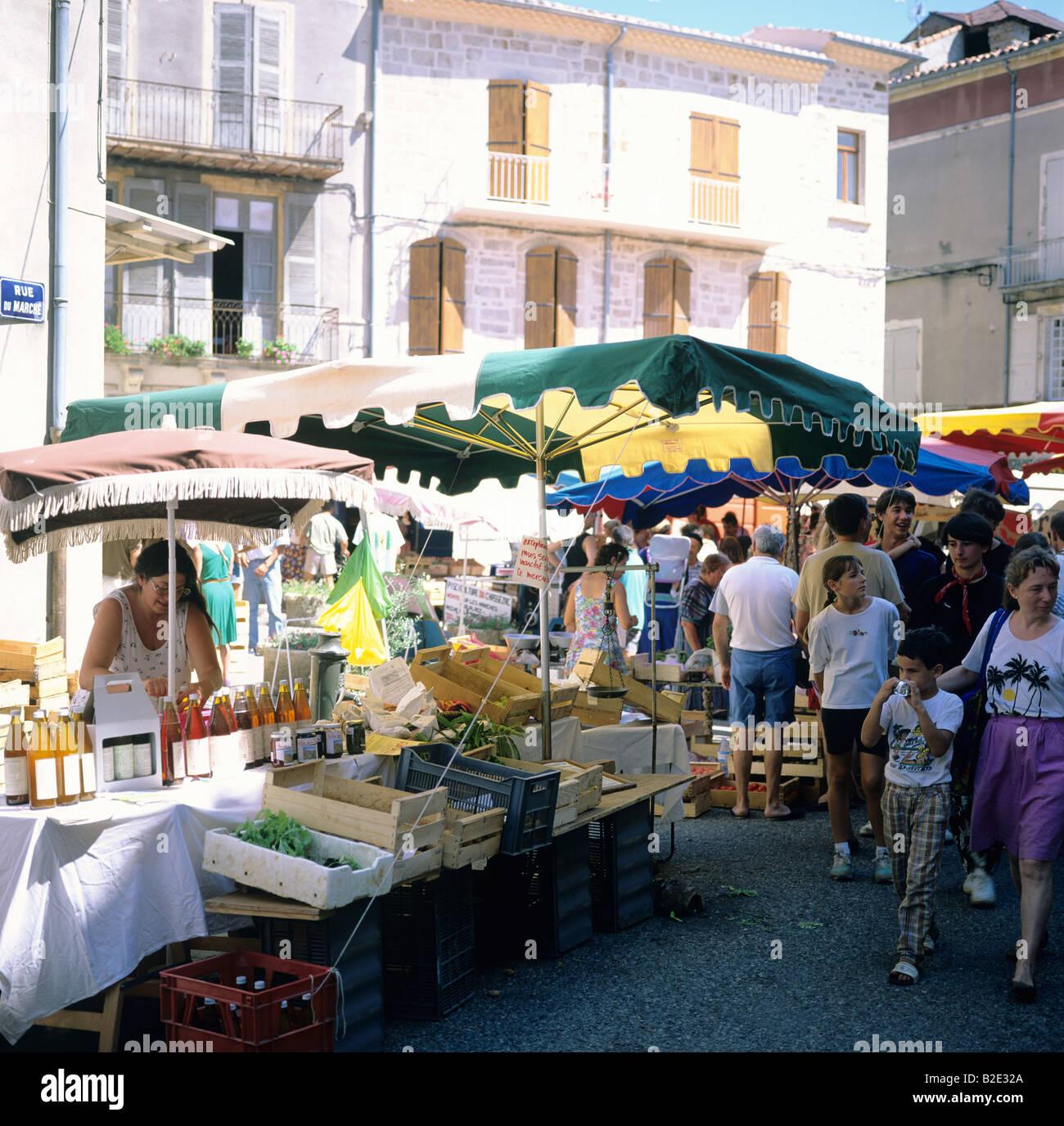 d18267581c6357 Weekly street market Les Vans Ardèche France - Stock Image