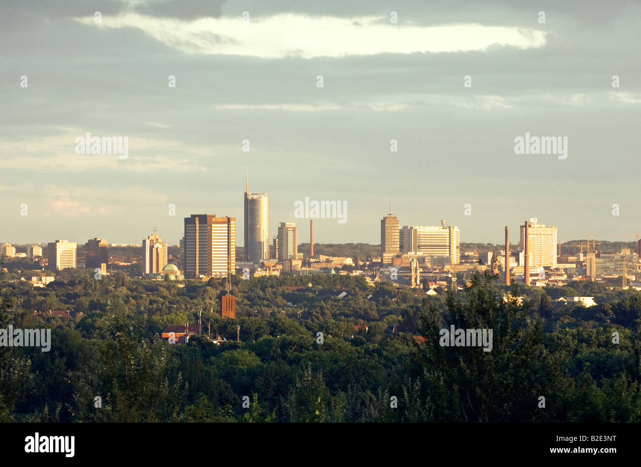 Essen, Ruhr Valley, North Rhine-Westphalia, Germany. City centre including the City Hall and the RWE Tower - Stock Image