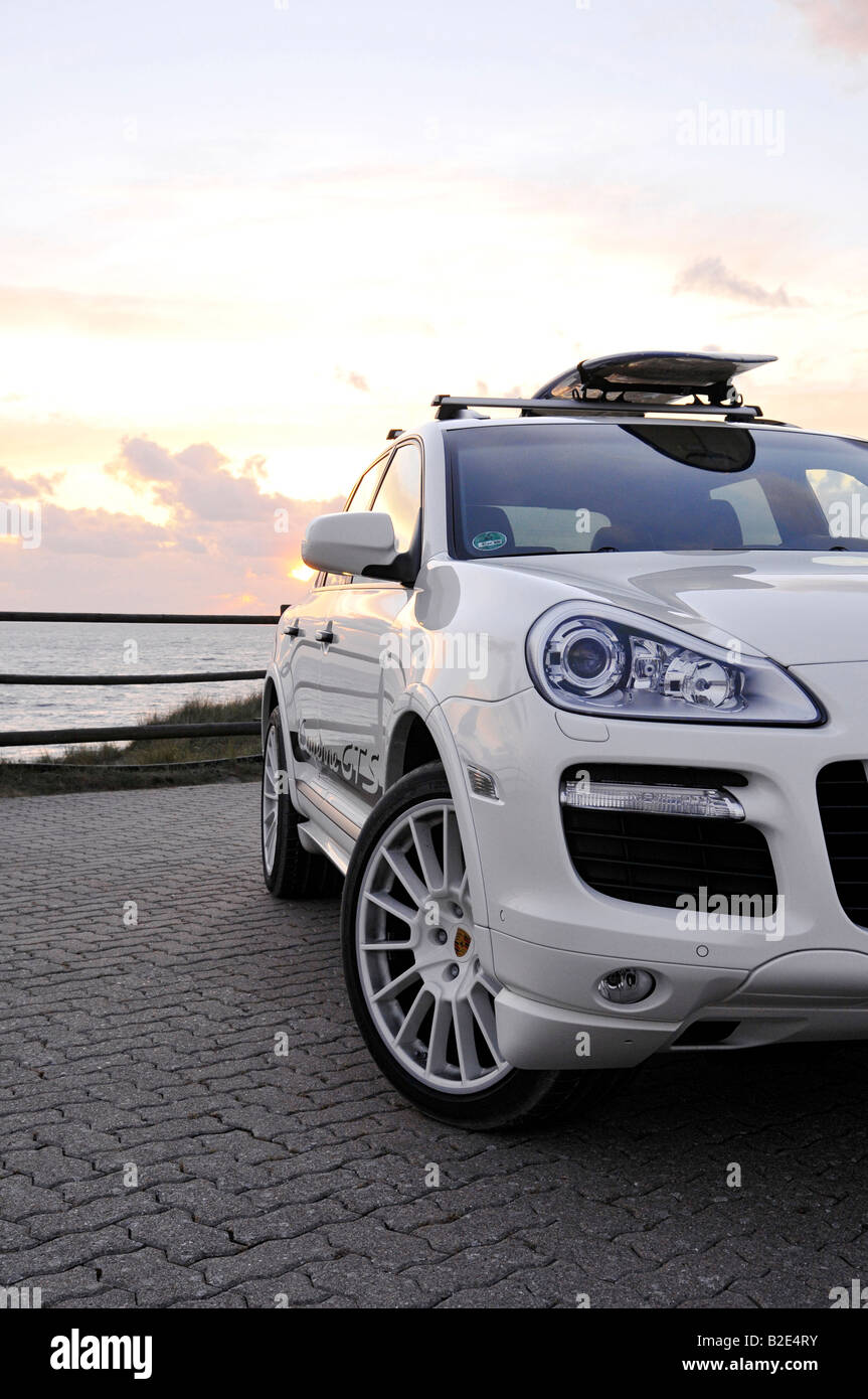 Headlamps of the PORSCHE CAYENNE GTS, detail, white with surfboard - Stock Image