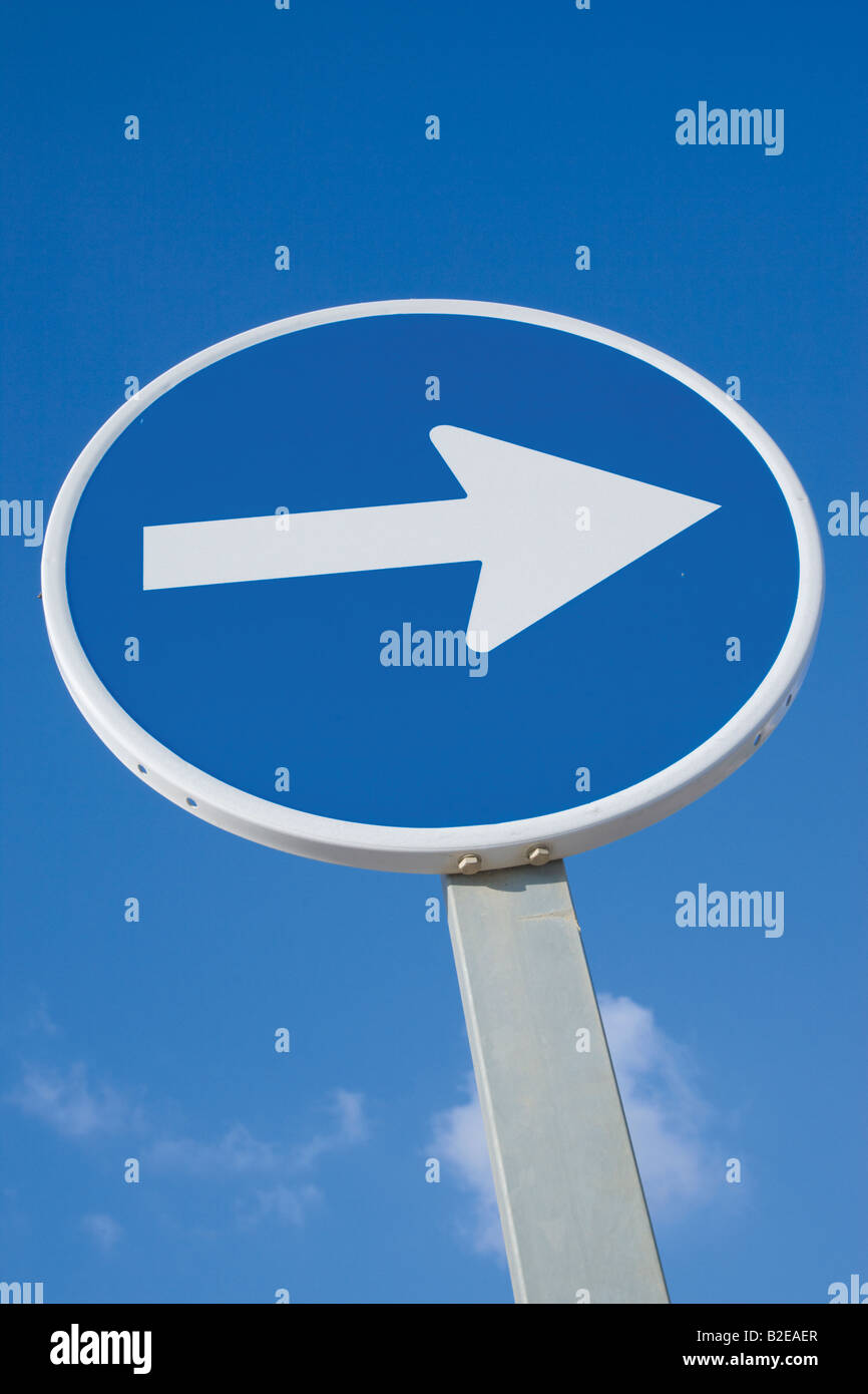 Traffic sign arrow pointing right - Stock Image