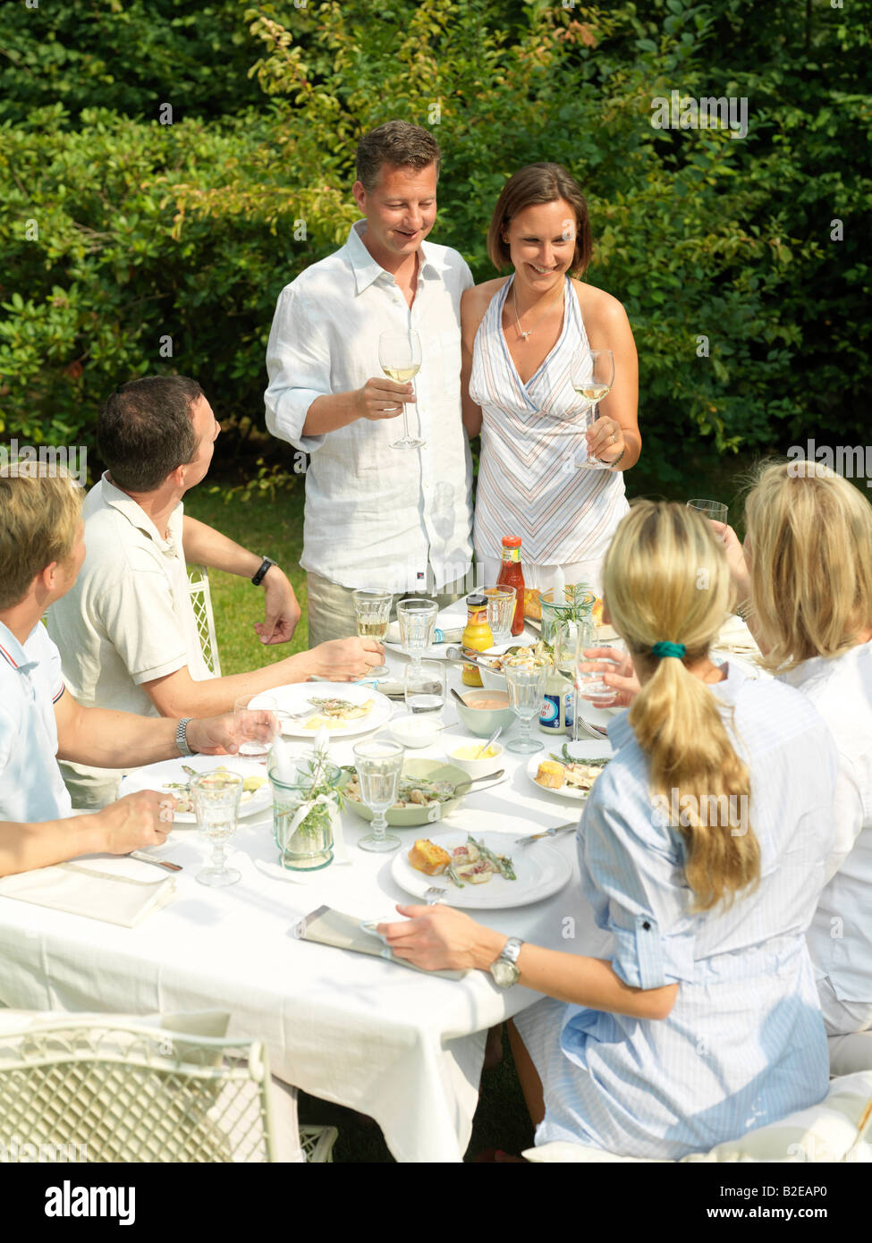Group of people eating in garden - Stock Image