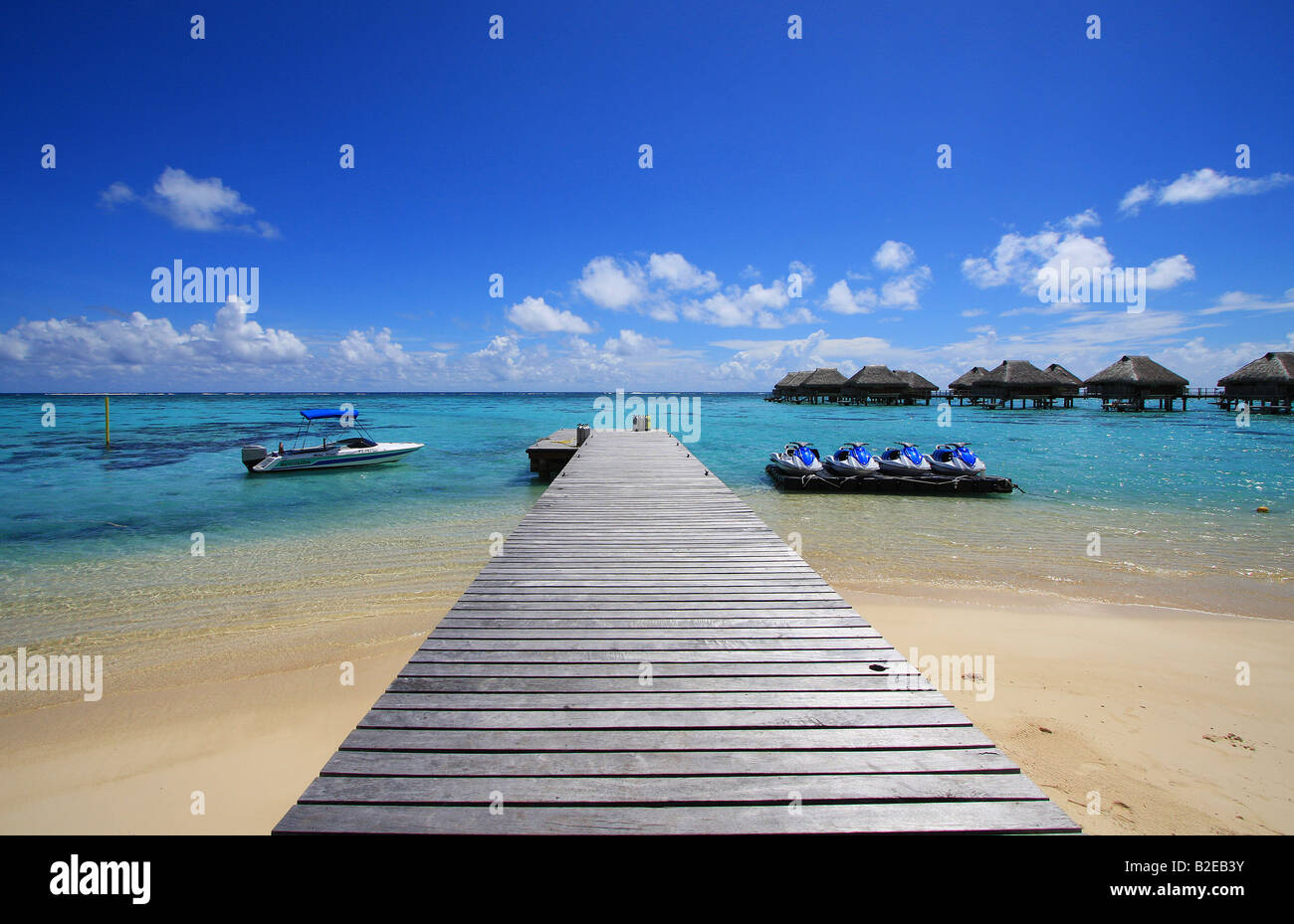 Shacks in shallow water, Tuamotu Archipelago, French Polynesia, Polynesia, Pacific Island - Stock Image