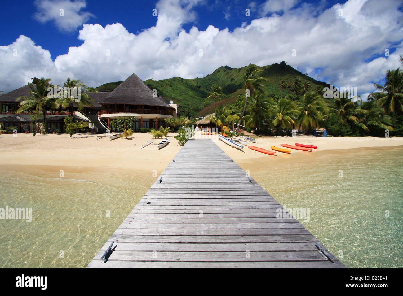 Jetty on beach, Tuamotu Archipelago, French Polynesia, Polynesia, Pacific Island - Stock Image