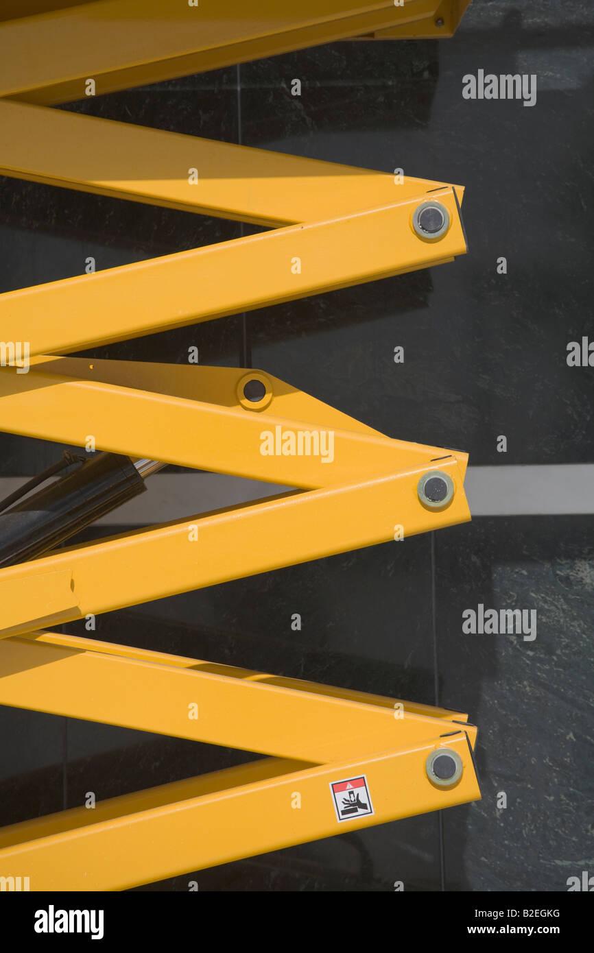Detail of expandable column of scissor lift platform - Stock Image