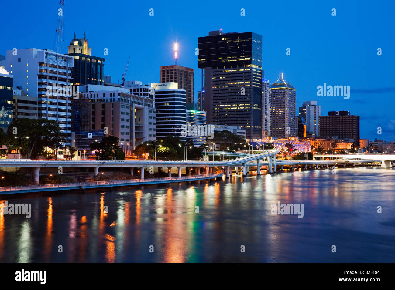 View along the Brisbane riverside to the central business district - Brisbane, Queensland, AUSTRALIA - Stock Image
