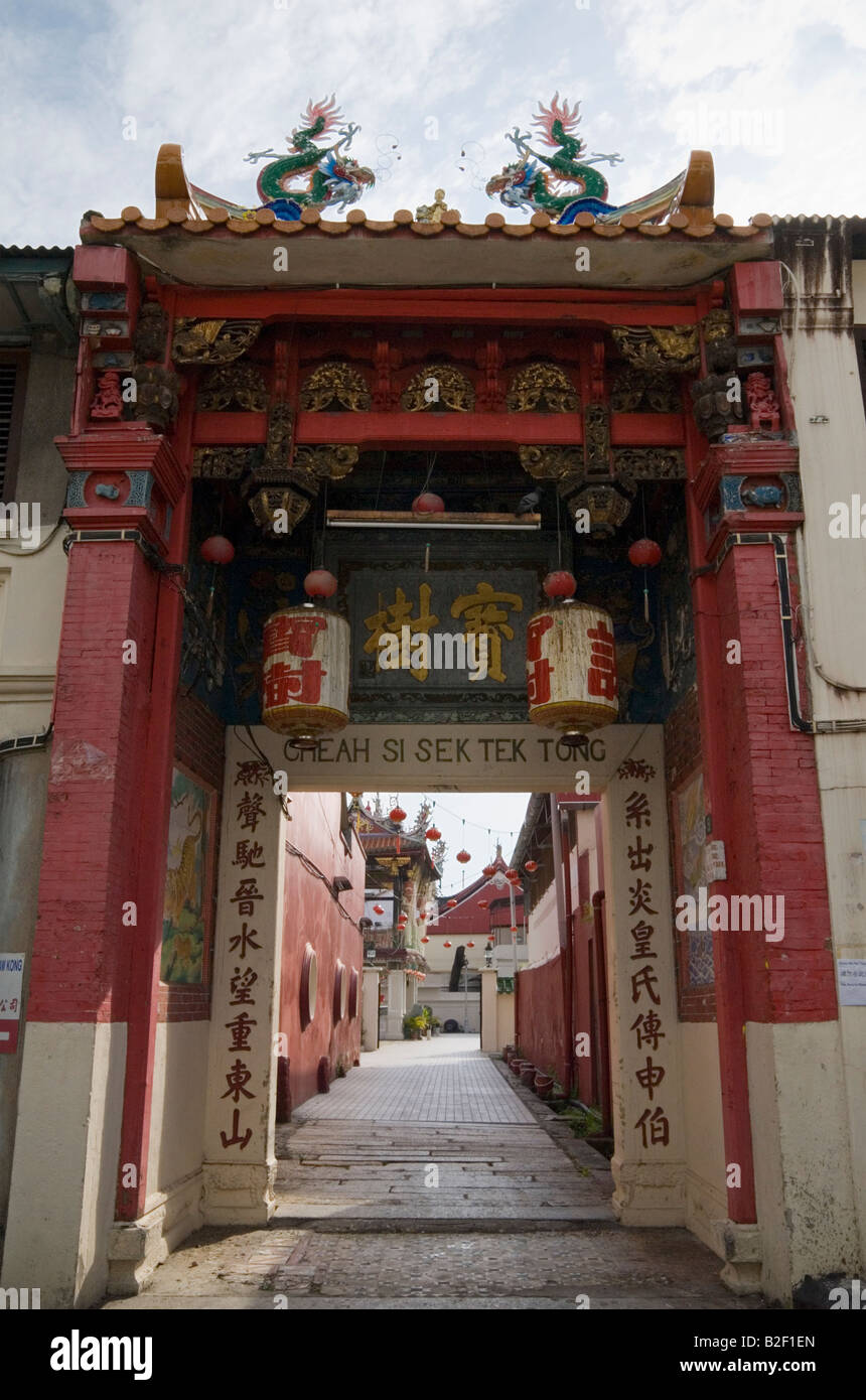 Ornate gateway to the ancestral straits Chinese clan temple, Cheah Si Sek Tek Tong, in Armenian Street, Georgetown, - Stock Image