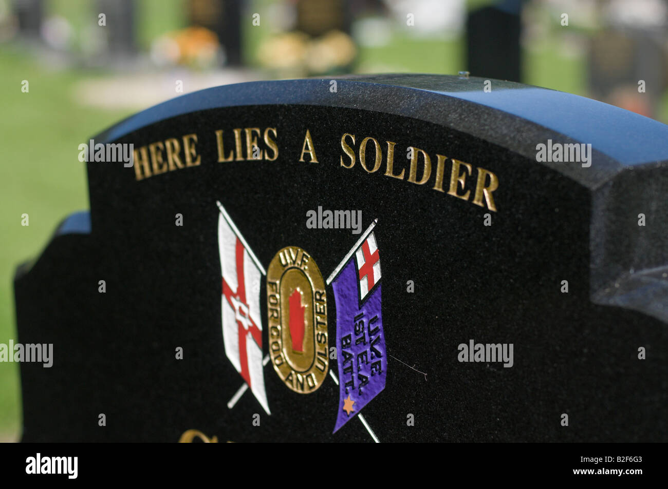 'Here lies a soldier' inscription on a gravestone of a UVF member killed during the troubles. - Stock Image