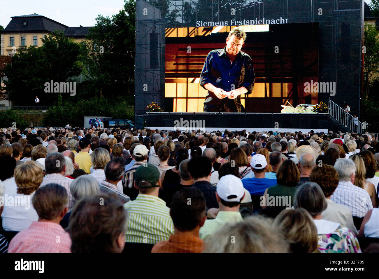 Spectators at public viewing of Richard Wagner opera 'The Mastersingers of Nuremberg' in German city of - Stock Image