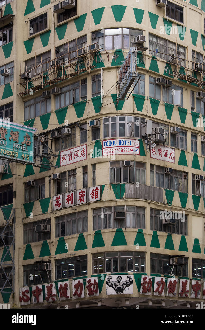 Hong Kong Tohou Hotel in New Lucky House (Wah Fung) Building. Traditional Chinese hostel on the corner of Nathan - Stock Image