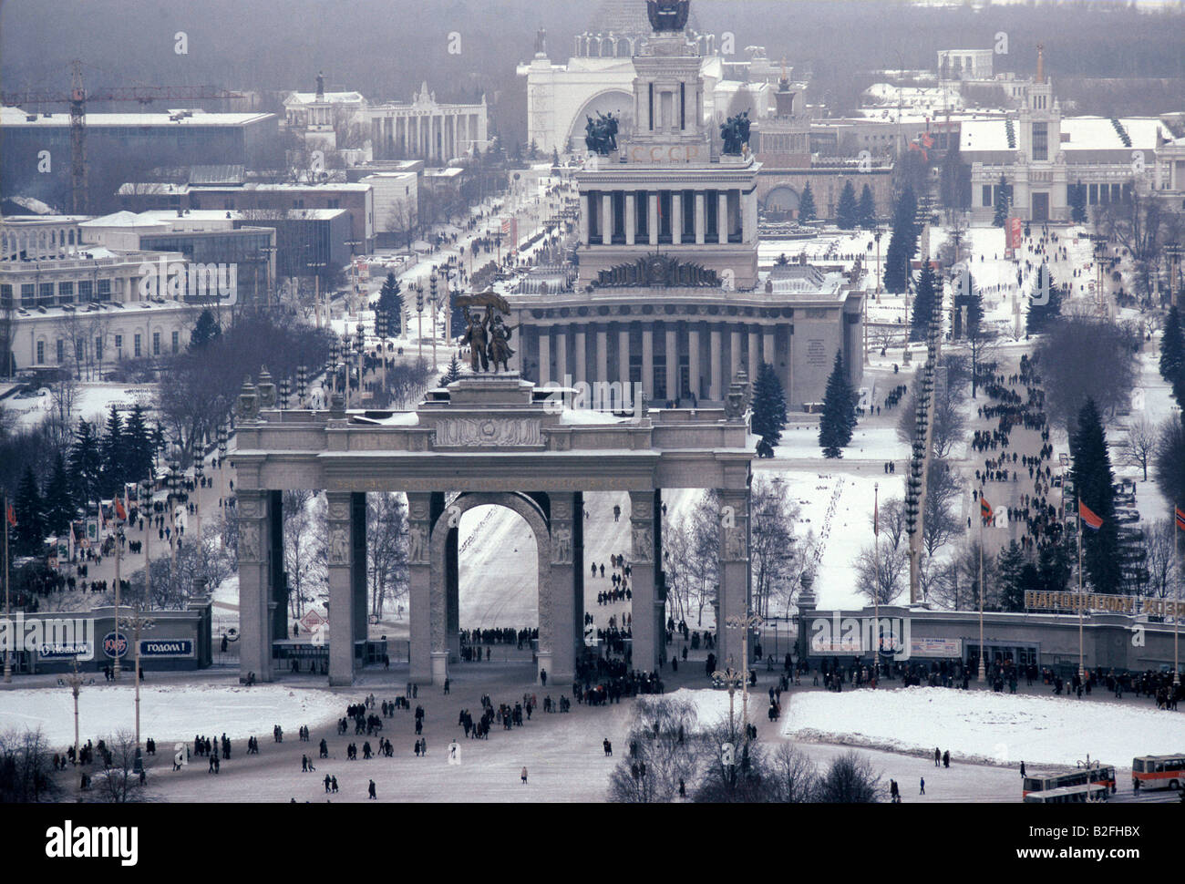 the moscow triumphal arch covered in snow, victory square, taken from above - Stock Image