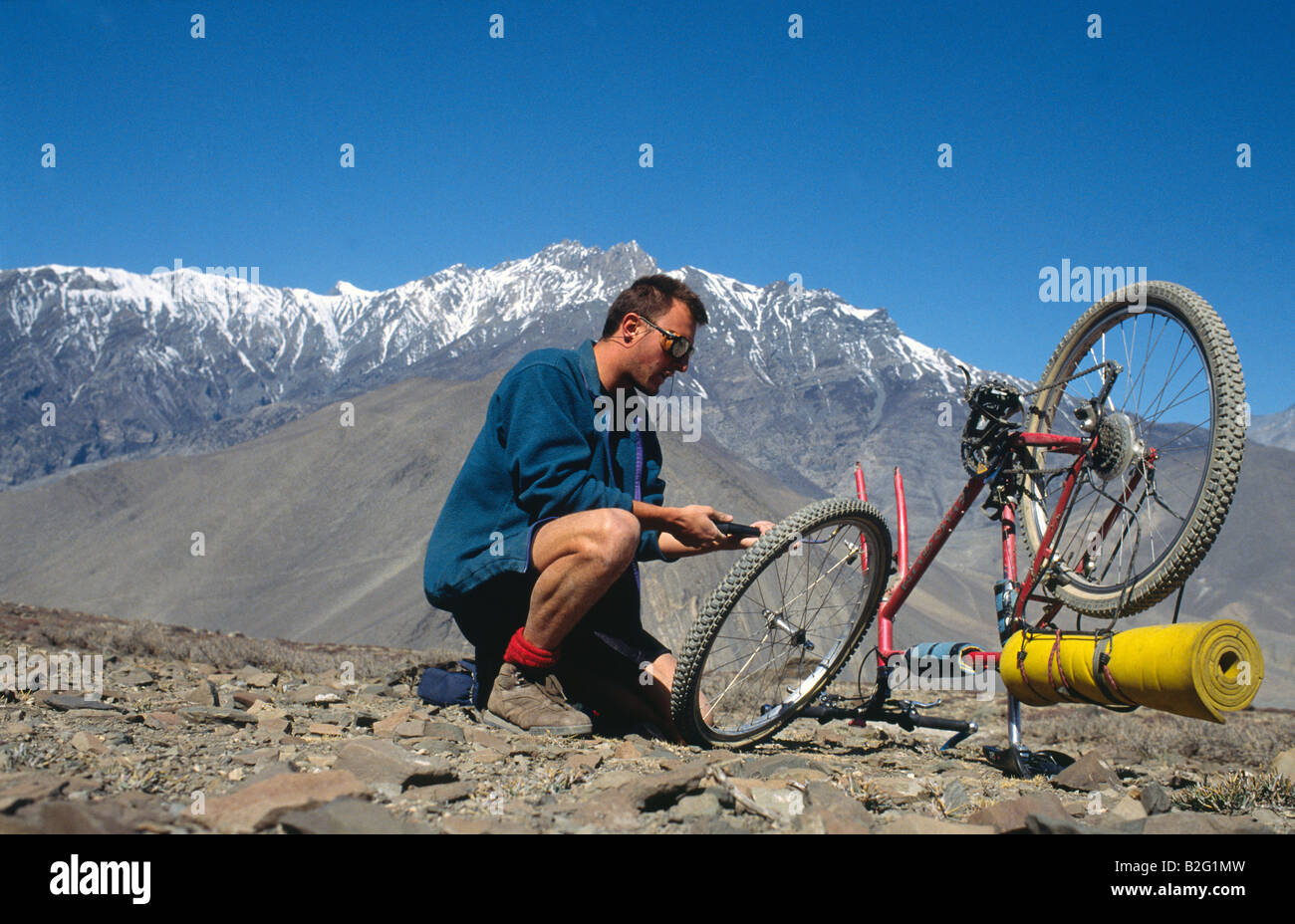 Doug Blane mountain biking around the Annapurna circuit in Himalayan Kingdom of Nepal Nepalese Himalayas Stock Photo