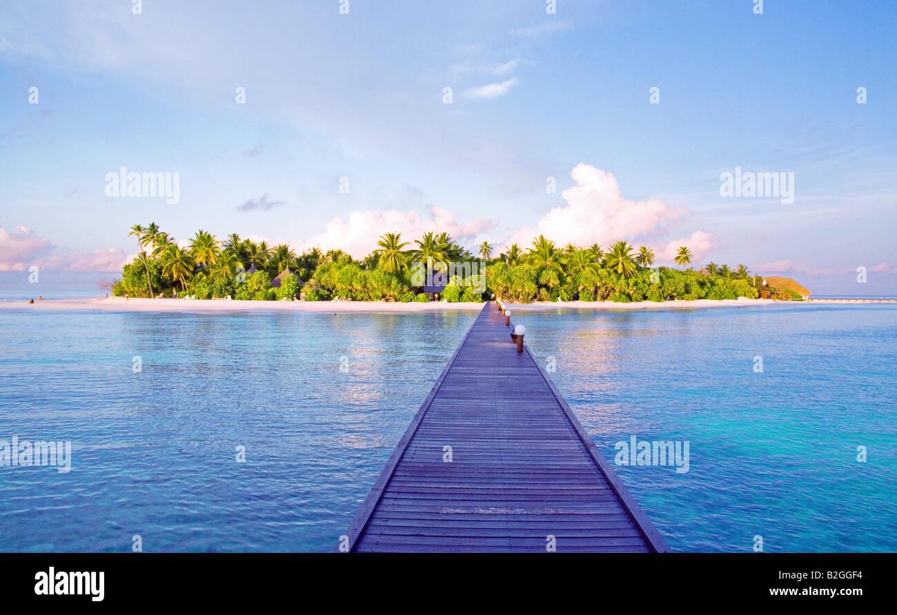 pier bridge ocean sea island maledives holiday photos vacation photo - Stock Image