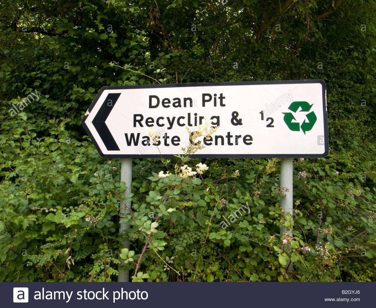 Sign giving directions to Recycling and waste centre in Dean in Oxfordshire countryside - Stock Image