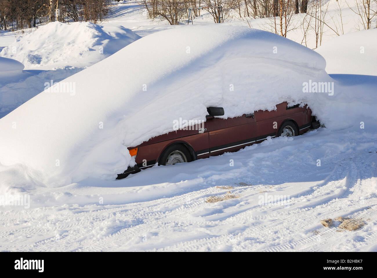snowy snow covered car  Saab Turbo Gaellivare Lapland Sweden - Stock Image