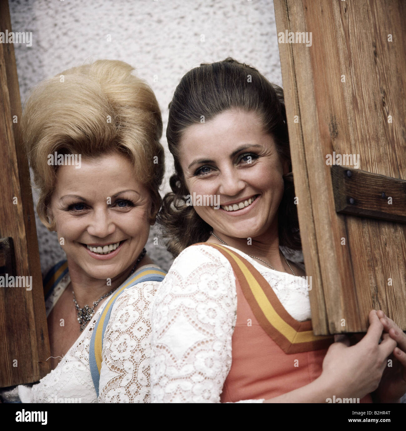 Hellwig, Maria, 22.2.1920 - 26.11.2010, and Margot * 5.7.1941, German singers (folk music), half length, in Reit - Stock Image