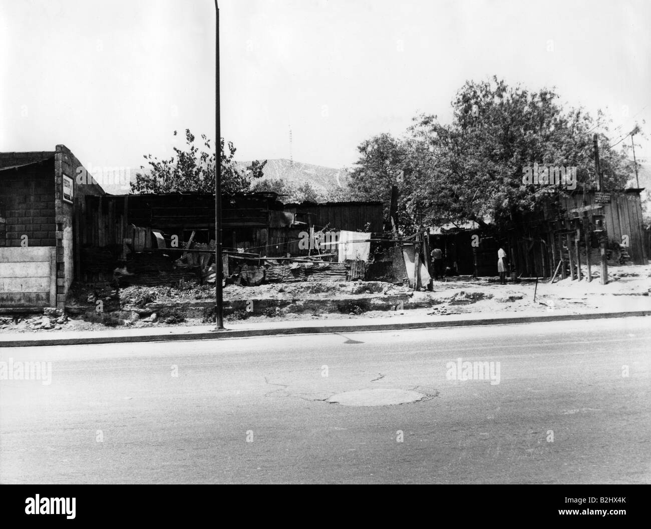 geography / travel, Mexico, Monterrey, street scenes, huts at street, 1971, Additional-Rights-Clearances-NA - Stock Image