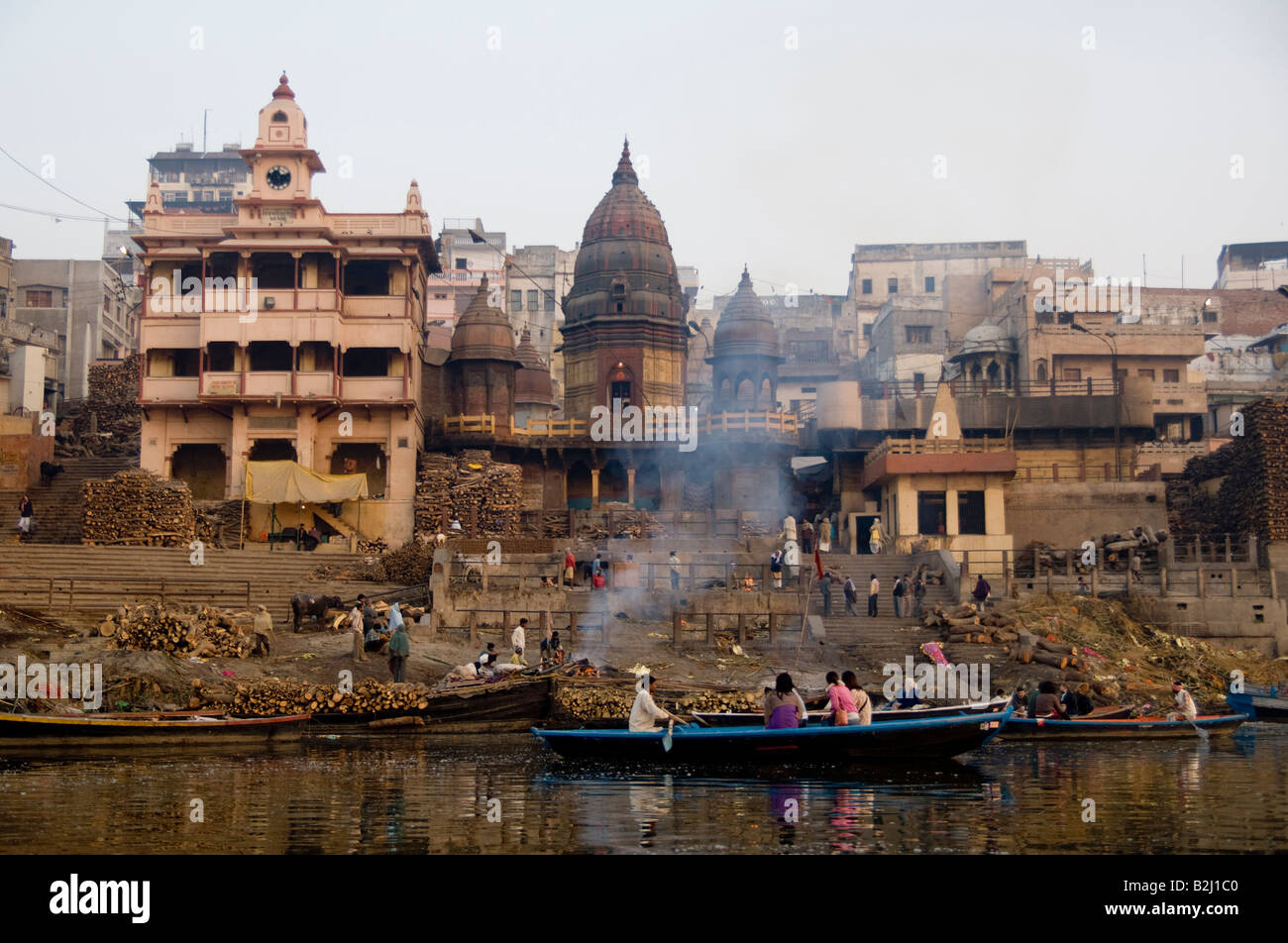 Preparations for an open air Hindu cremation in the ancient city of Varanasi on the banks of the river Ganges, India. - Stock Image