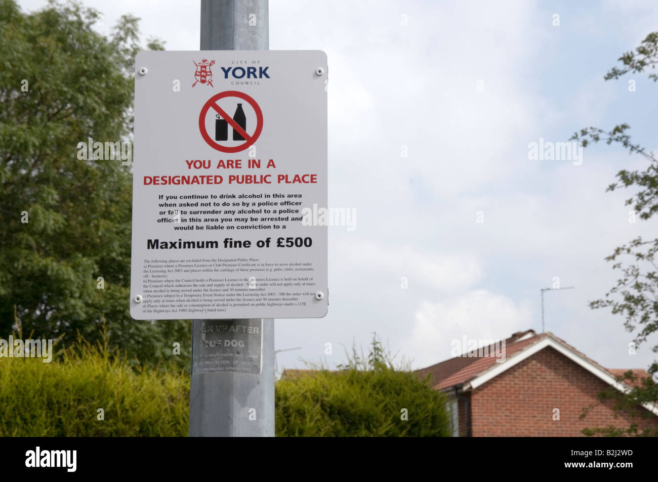 alcohol prohibition zone sign in york village strensall banning consumption on street drinking drinkers no residential - Stock Image