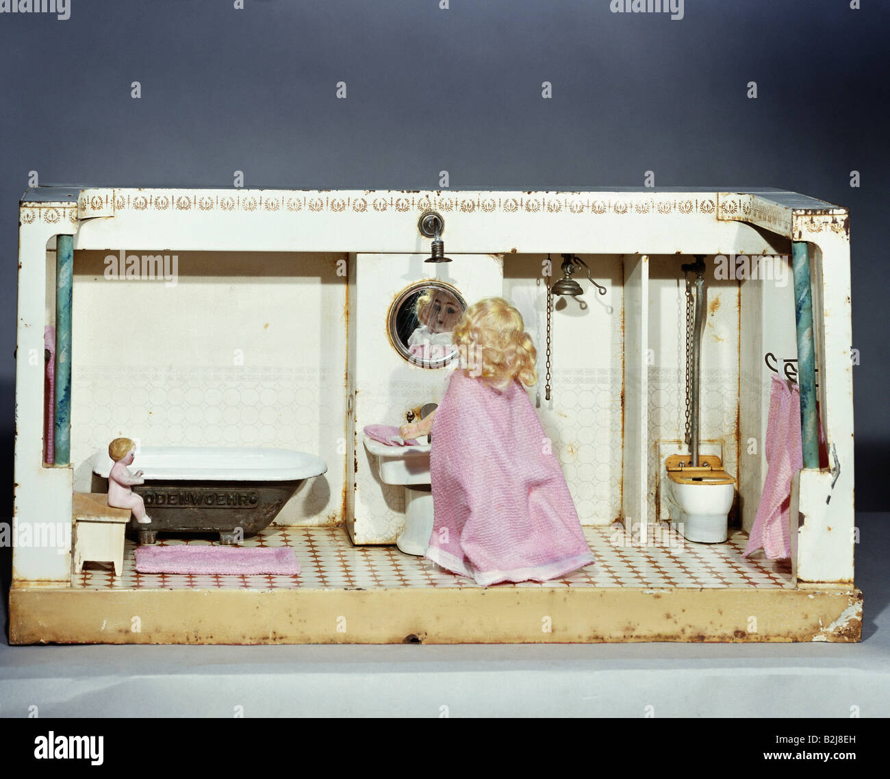 toys, dolls, dollhouse, bathroom, South Germany, circa 1900/1915, Additional-Rights-Clearances-NA - Stock Image