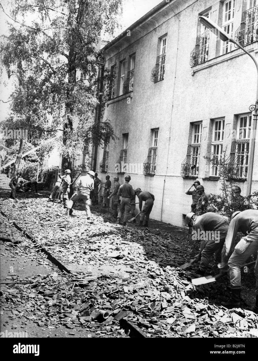 natural disaster/catastrophe, cleanup, Munich, 12.7.1984, Additional-Rights-Clearances-NA - Stock Image