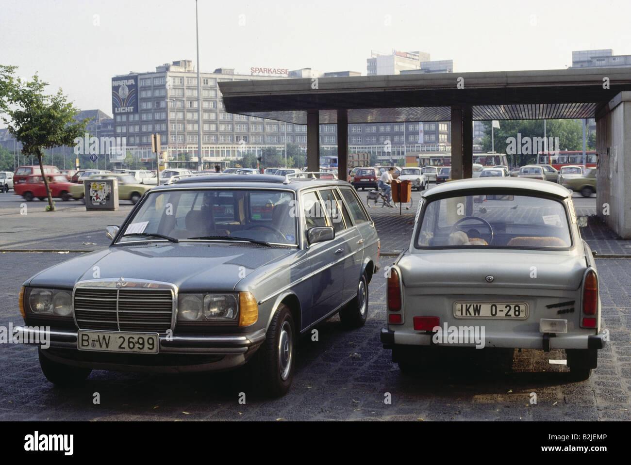 transport/ transportation, cars, Germany, Trabant, next to Mercedes, Alexanderplatz (today: Alexanderstrasse), Berlin, - Stock Image