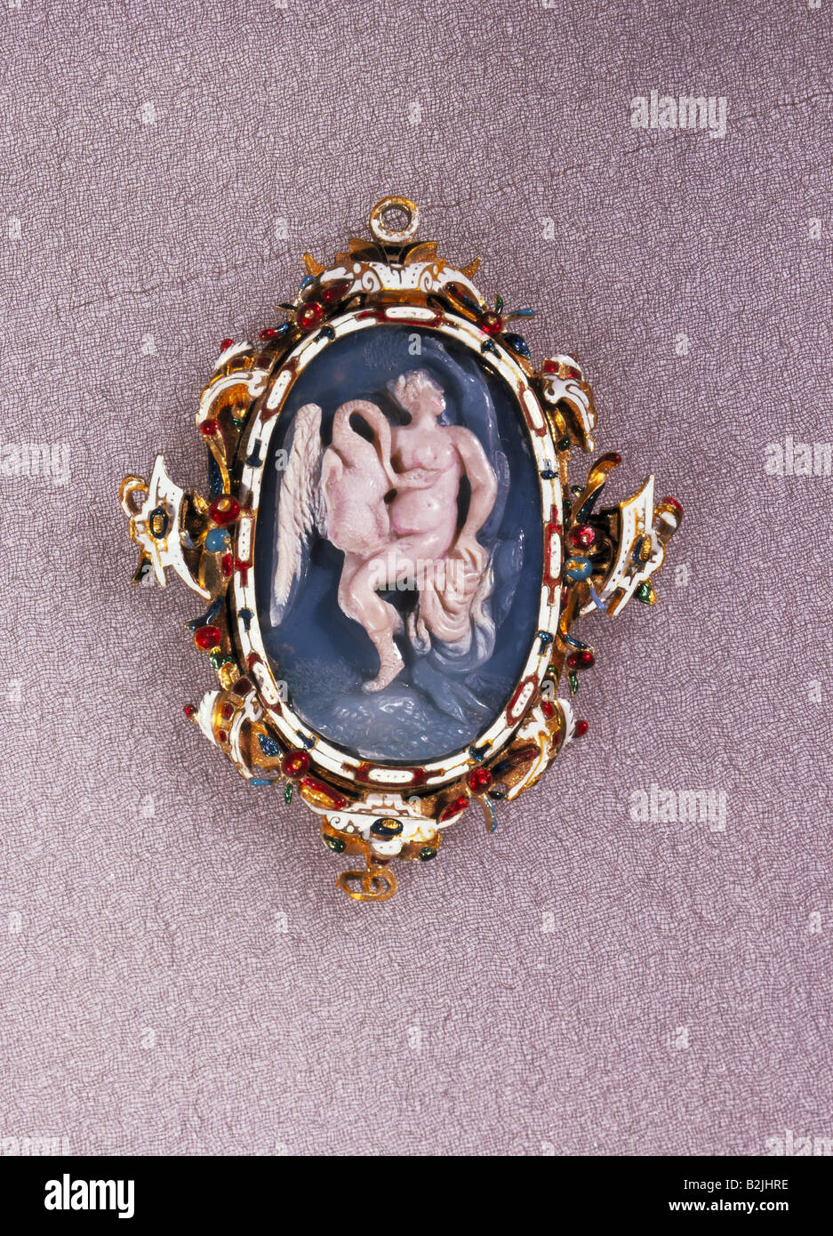 fine arts, jewellery, intaglios, Leda and the Swan, agate, 3.4 cm x 2.3 cm, holder (Prague) 5.7 cm x 4.4 cm, early - Stock Image