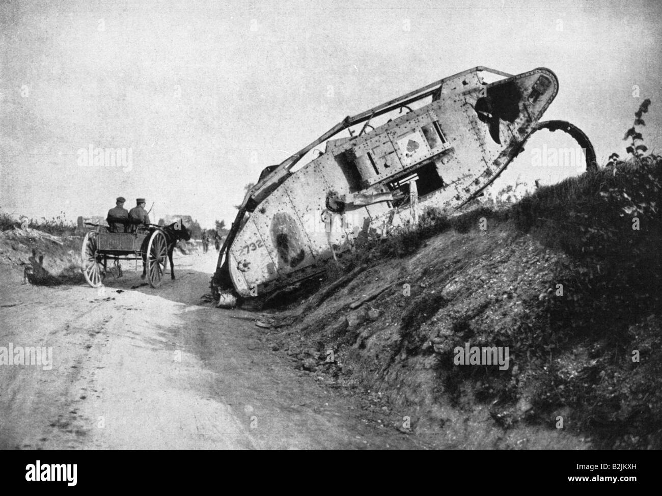 events, First World War / WWI, Western Front, knocked out British tank Mark IV at the Cambrai - Peronne road, France, - Stock Image
