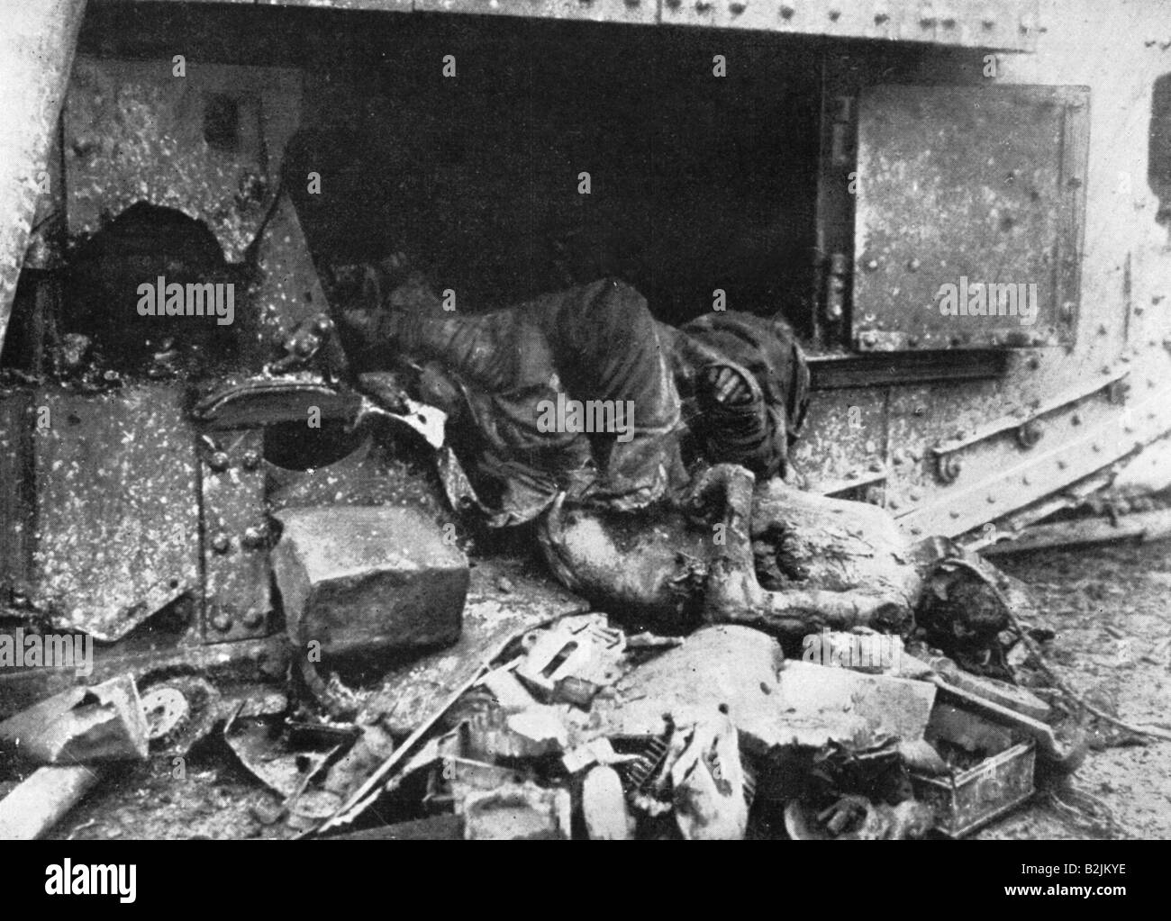 events, First World War / WWI, Western Front, British tank Mark IV after a direct hit, France 1918, Additional-Rights - Stock Image
